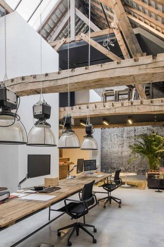 Transformation d'un garage automobile en loft et bureaux
