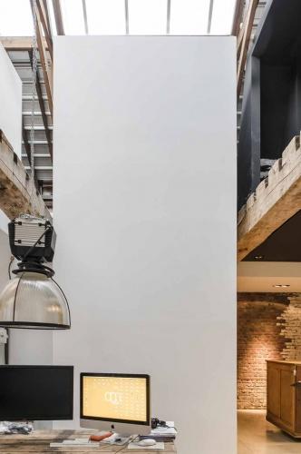 Transformation d'un garage automobile en loft et bureaux : architecte lille loft industriel entrepot poutre métal nord atelier agence architecture charpente verriere beton cire Jean-Philippe AUGUSTO ( (6)