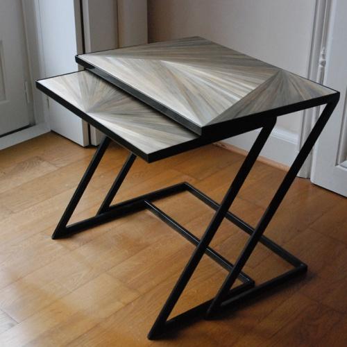 Création de tables gigognes en marquetterie de paille.